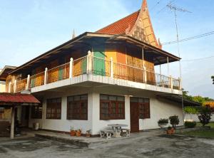 local thai house