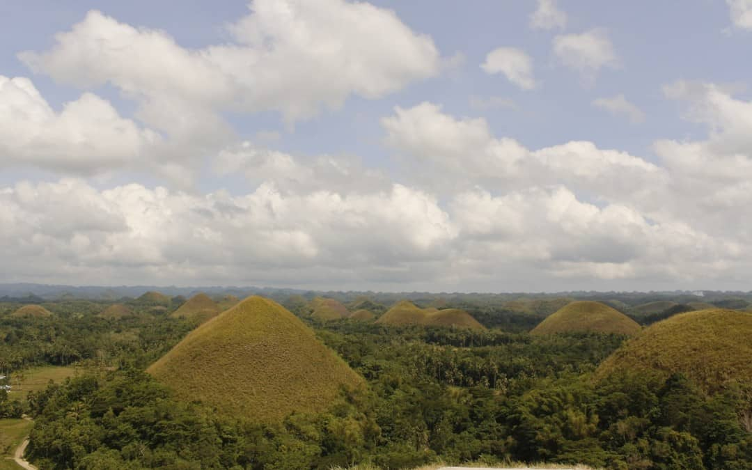 A One Day Bohol Itinerary – Jungle Huts, Tiny Monkeys, And Chocolate Hills