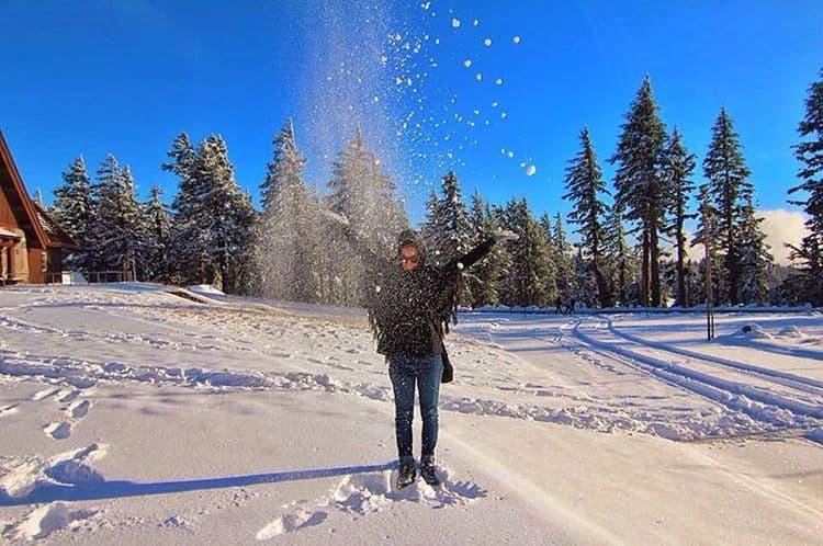 snow at crater lake oregon