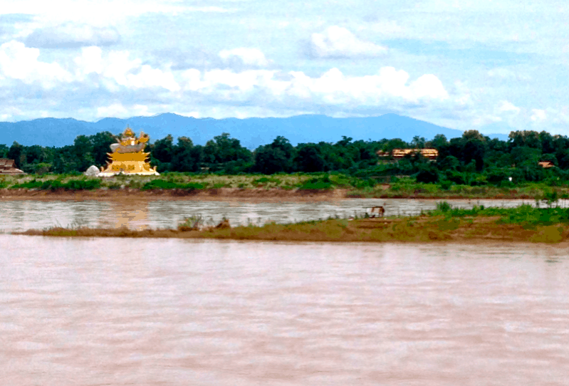 Mekong River Chiang Khong to Huay Xai Border Crossing (Thailand to Laos)