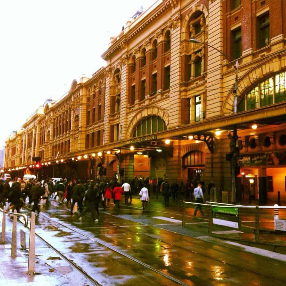Moving to Melbourne is easy with these 10 tips.