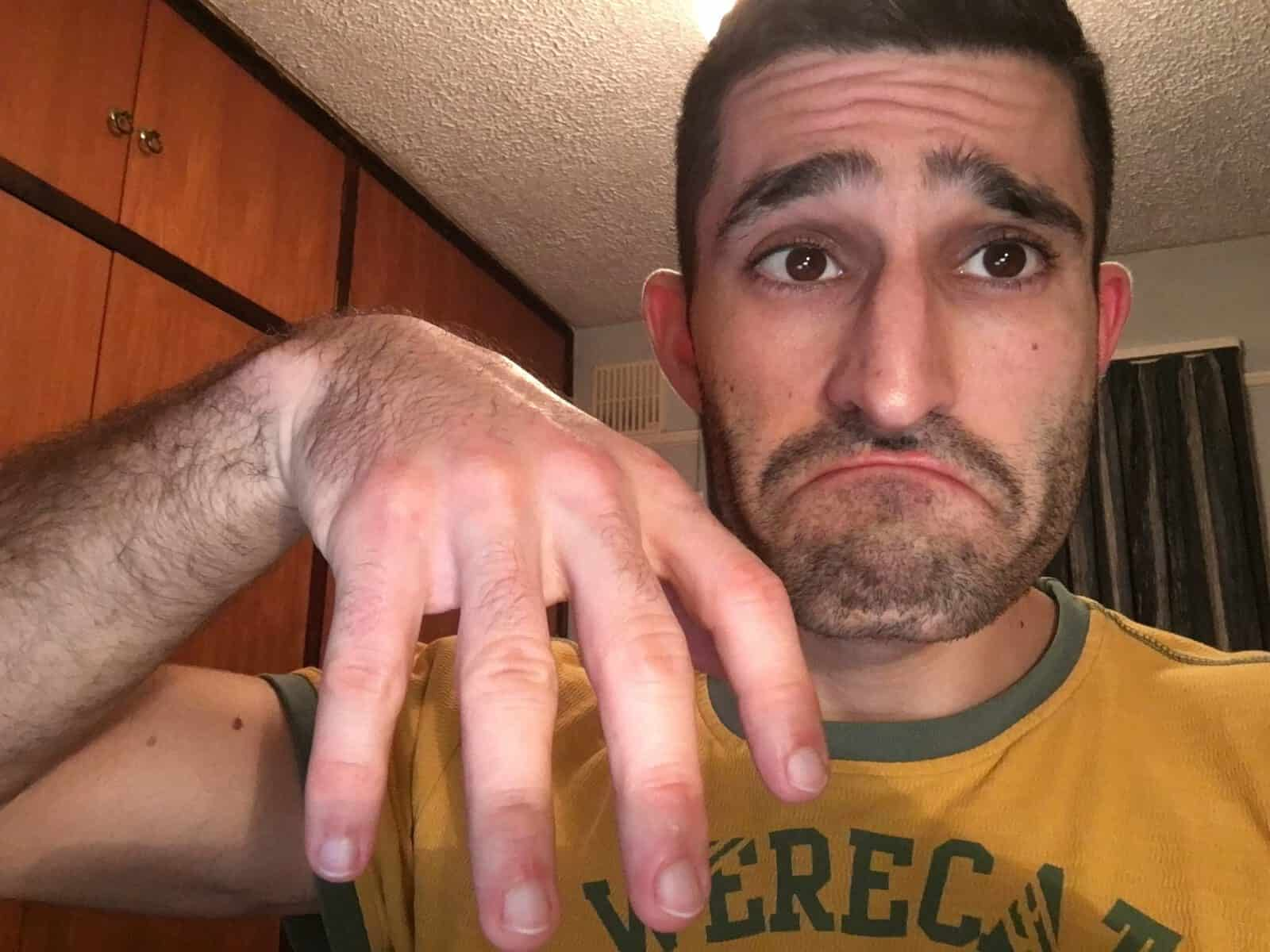 Stefan ringless finger