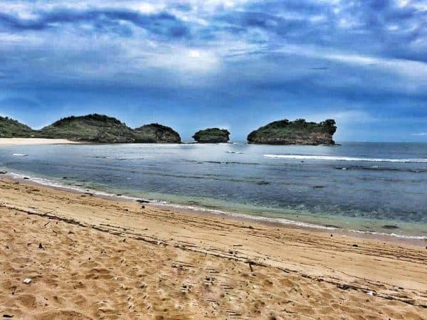 watu karung pacitan beach - how to get to Pacitan