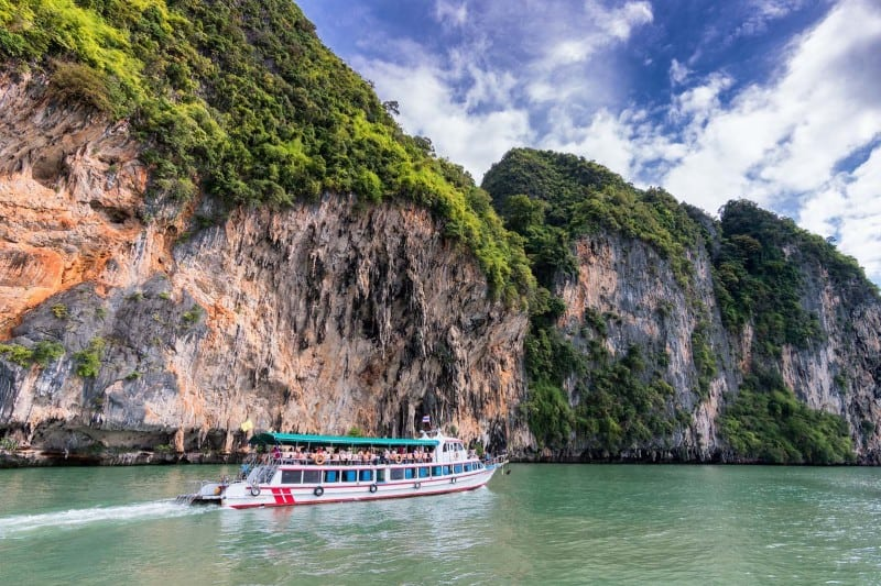 A good Krabi itinerary includes island hopping!