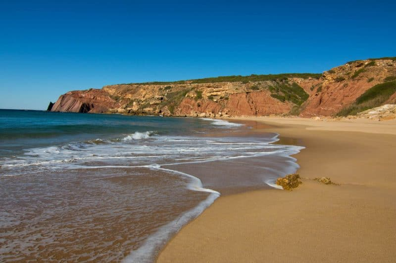 A quiet and not too popular beach in the Algarve-Praia do Telheiro