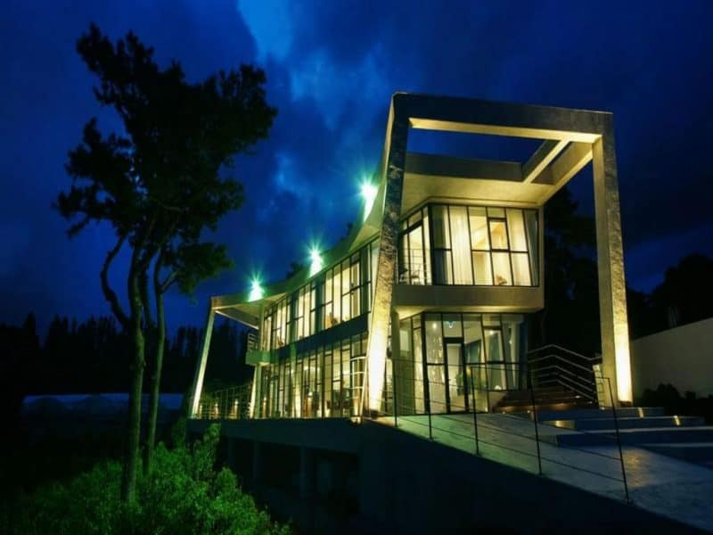 Front view of the Jeju Bom luxury hotel in Seo