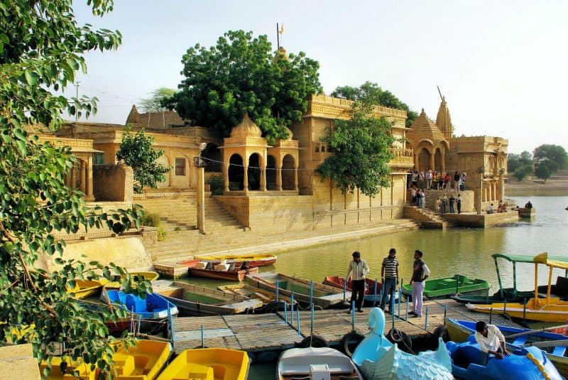 Plan a Rajasthan trip and do visit this amazing temple of Gadisar lake located in Jaisalmer.