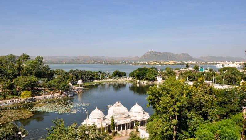 Visit lake Pichola during your Udaipur itinerary.