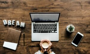 How to Be a Social Media Manager and Never Work in an Office Again