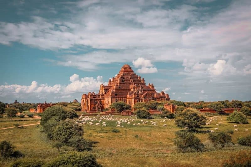 Dhammayan Gyi temple Bagan