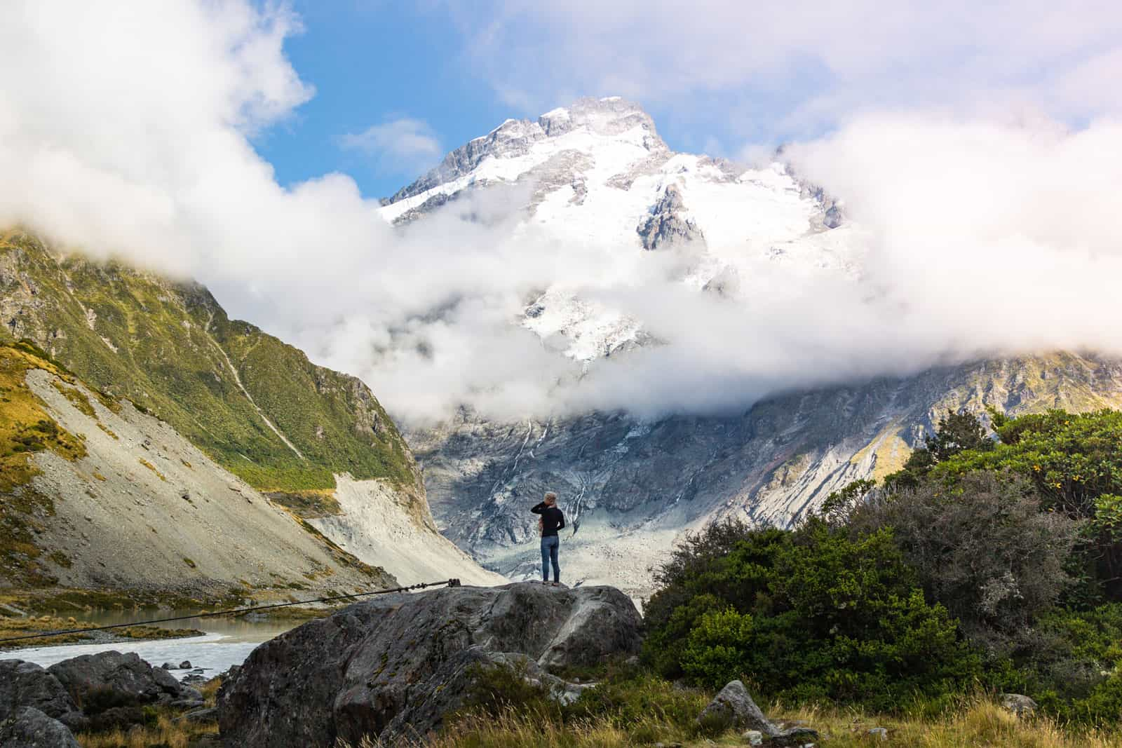 Hooker Valley Track: The Easiest & Most Beautiful Hike in Mount Cook NP (New Zealand)