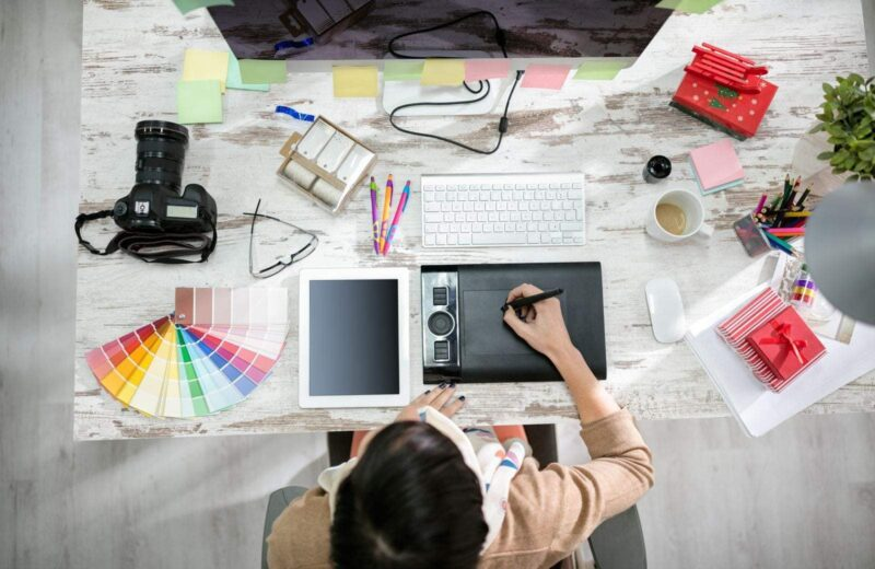 How to Be a Graphic Designer While Traveling the World